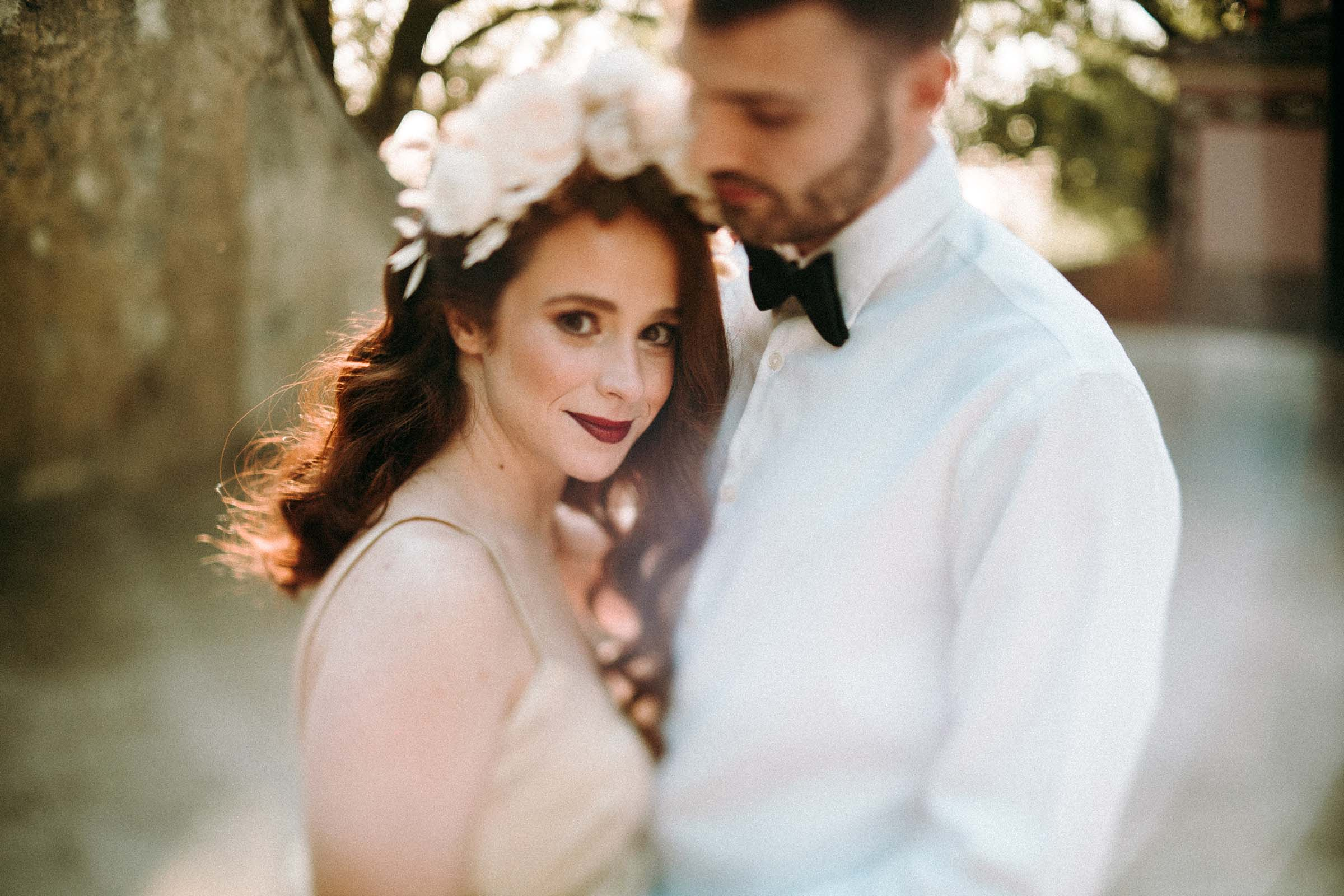freelens bride looking straight to the camera with groom