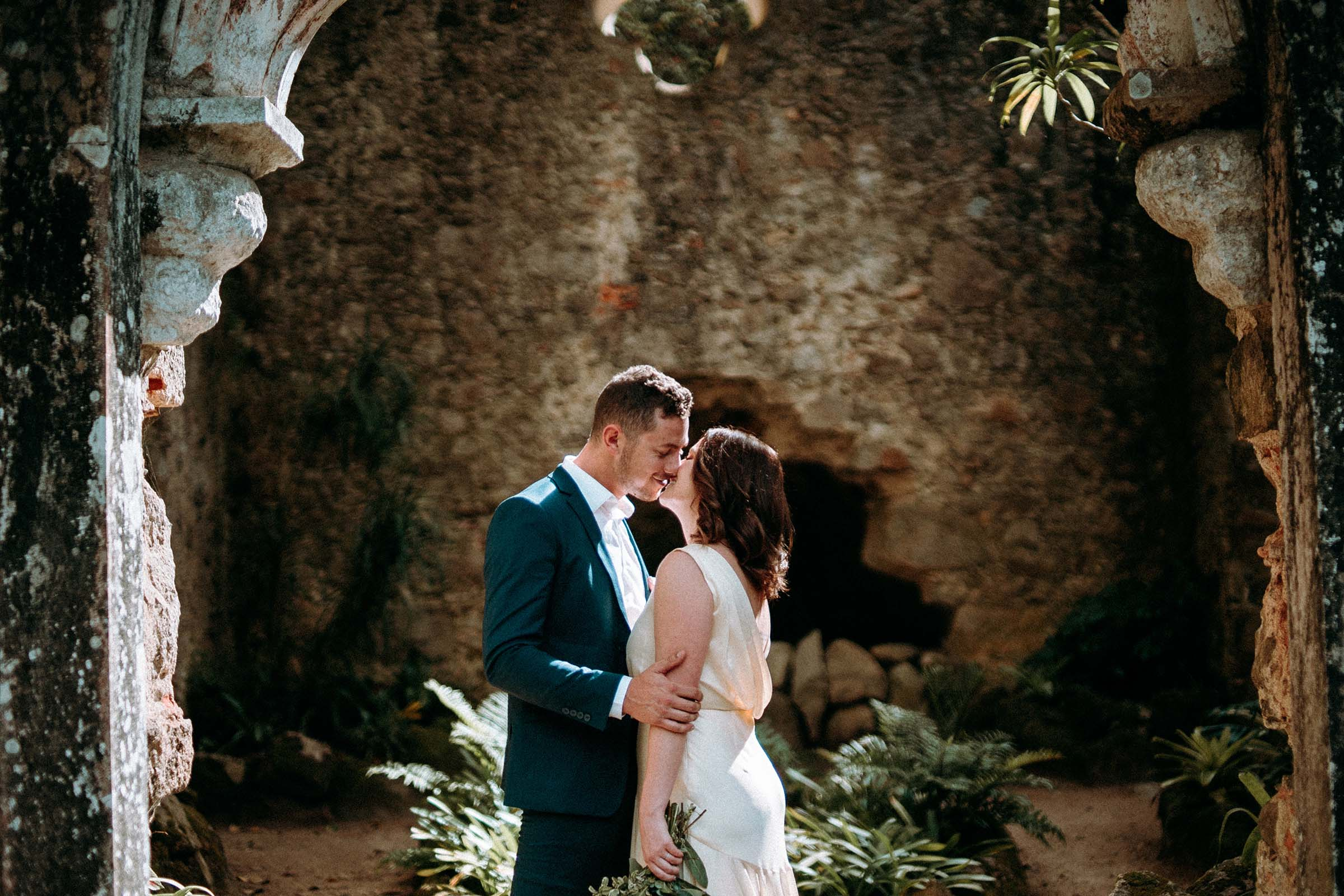 couple kissing in abandoned chapel in sintra