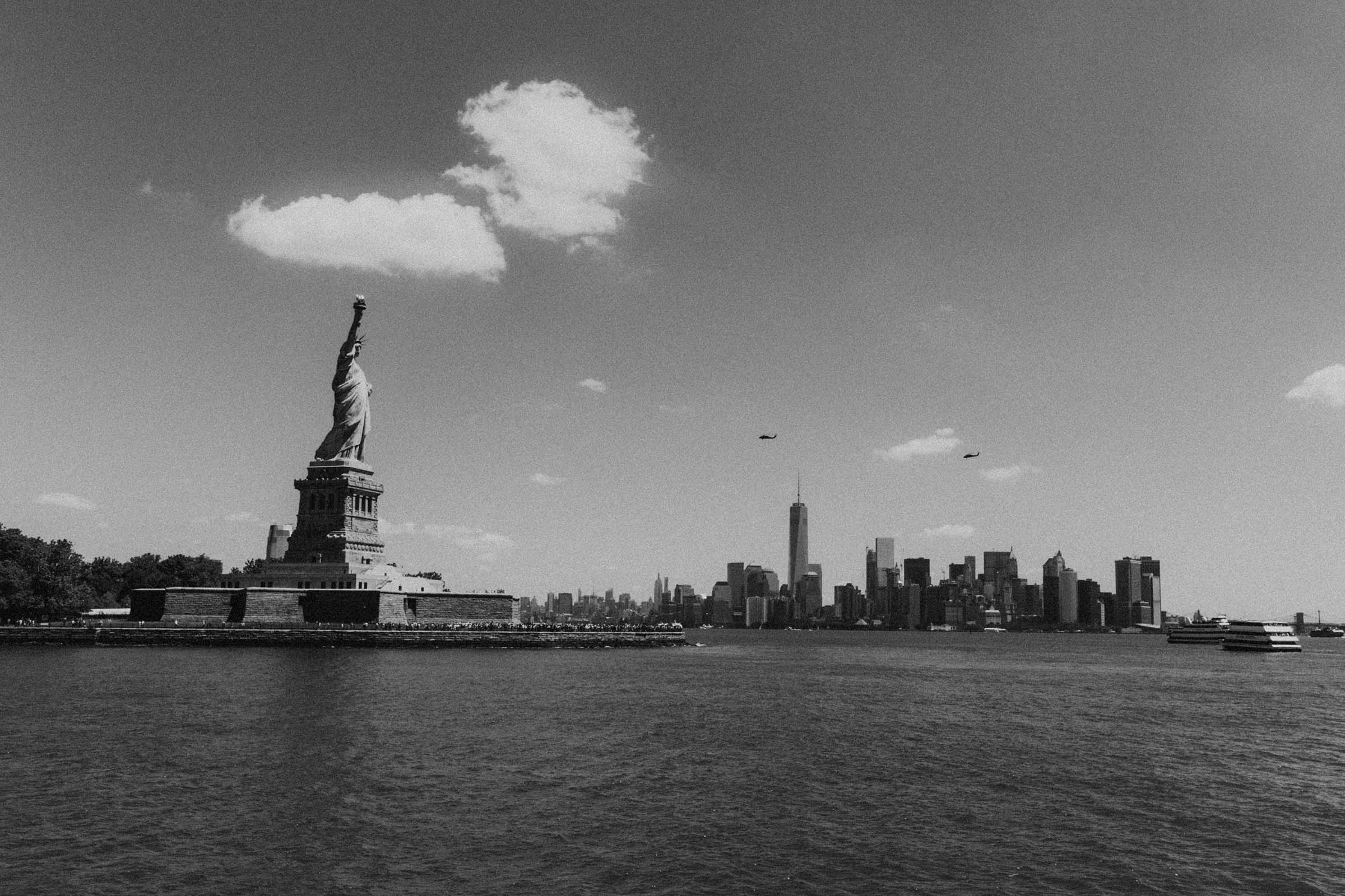 statue of liberty with manhattan skyline